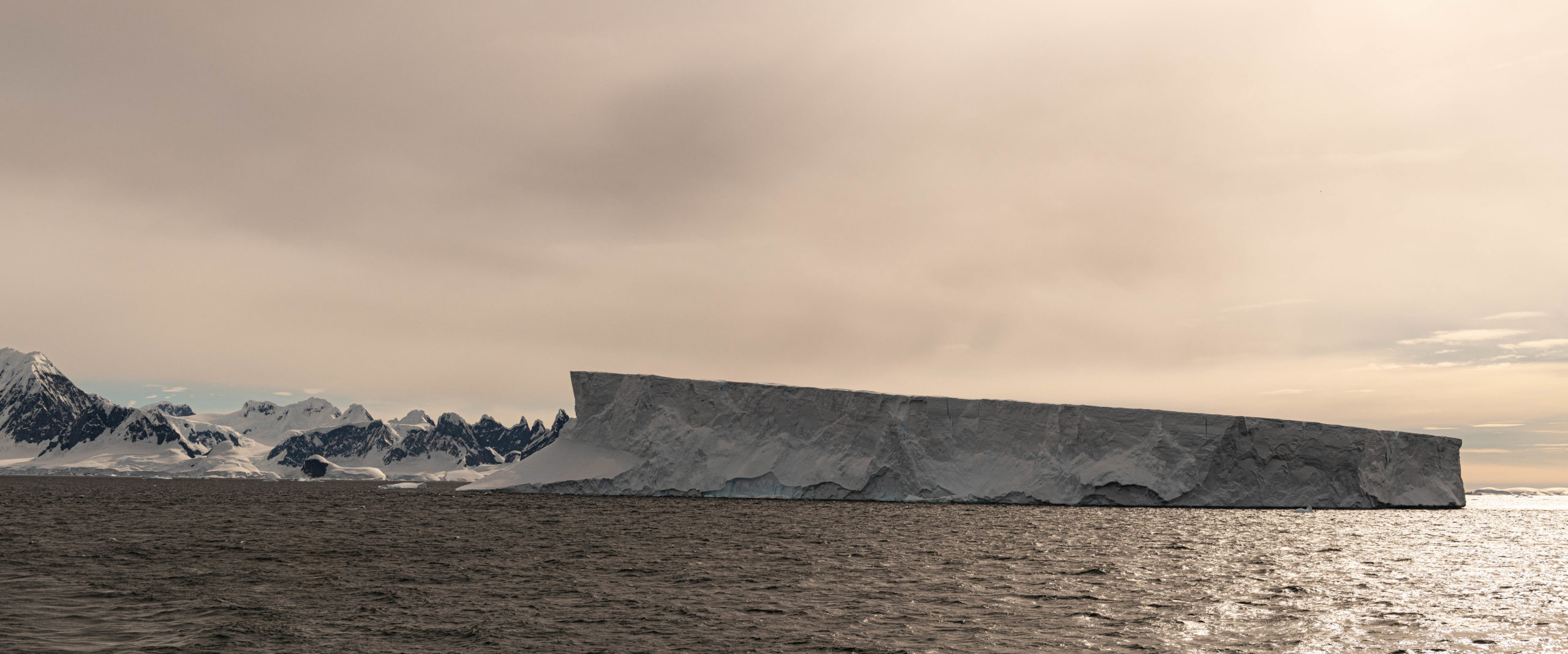 Table iceberg in the Lemaire Channel